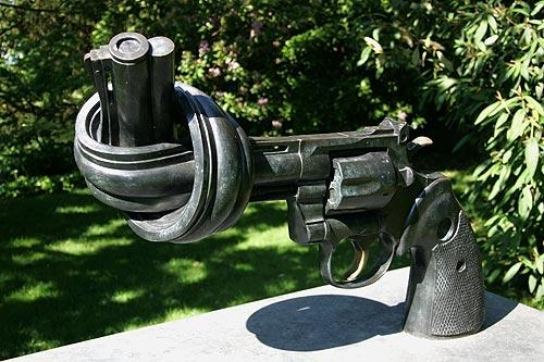 rolandzumbhlausanneskulpturgegengewalt.jpg